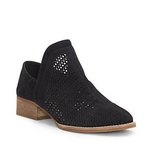 Vince Camuto Cinneys Perforated booties